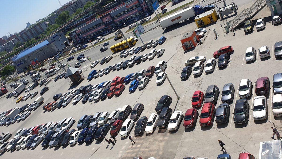 Общая парковка для гостей и резидентов бизнес центра на 500 машиномест